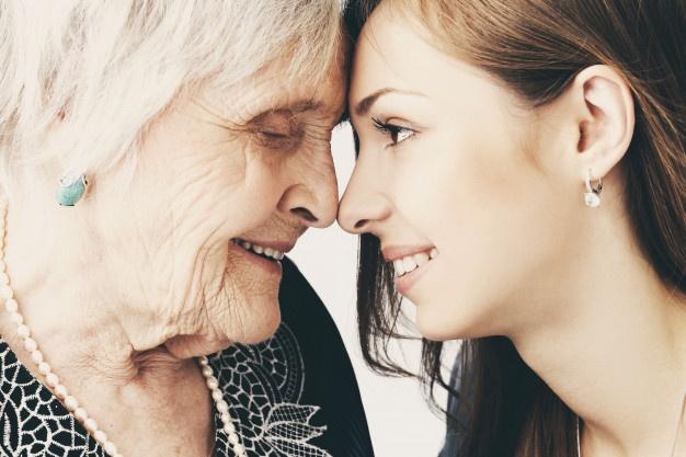 Cómo la risa ayuda a las personas mayores a mantener una buena salud, buen ánimo